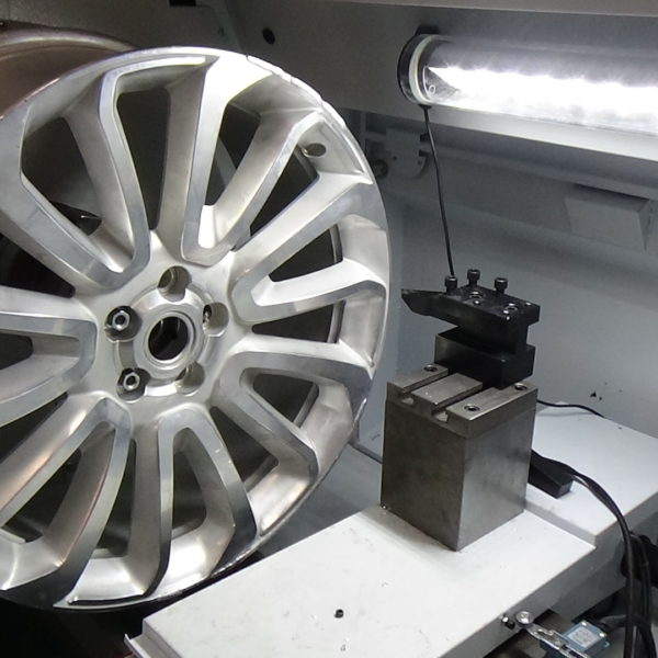 Alloy wheel lathe